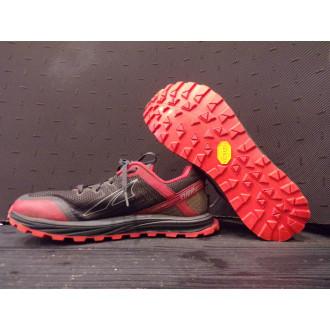 Deux runners, deux chaussures, une même semelle, la Zégama