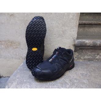 Une chaussure Salomon et une semelle Urban Trek
